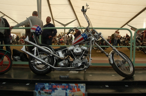 As I grow older I've decided I quite like choppers, it's one of my guilty secrets. This was a lovely replica of Captain America, Peter Fonda's sickle in the iconic and somewhat confusing biker pic Easy Rider